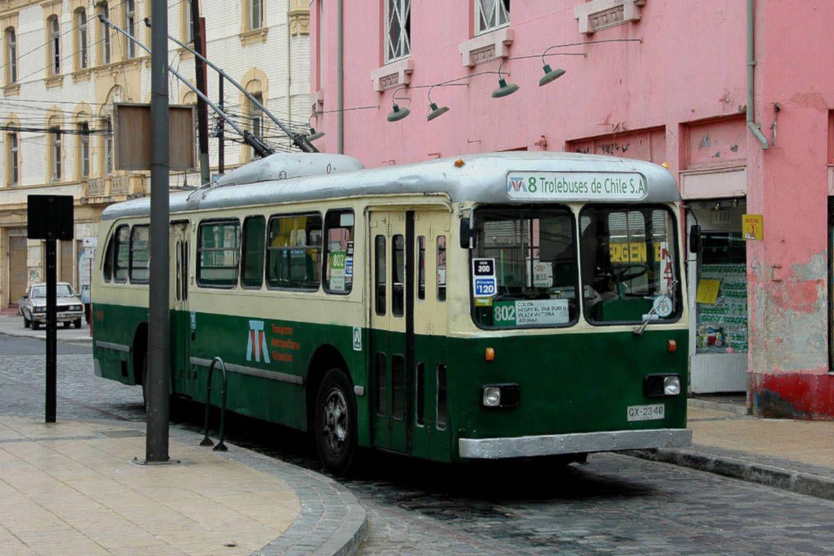 Trolley bus in Santiago's city centre