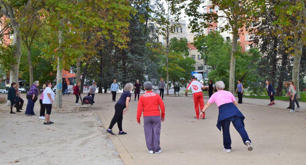 Fitnessing elderly in Spain