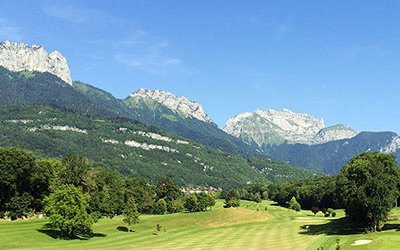 Golf in the charming town of Annecy