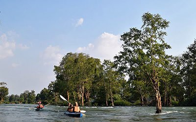 Kayaking at Kratie, looking for dolphins